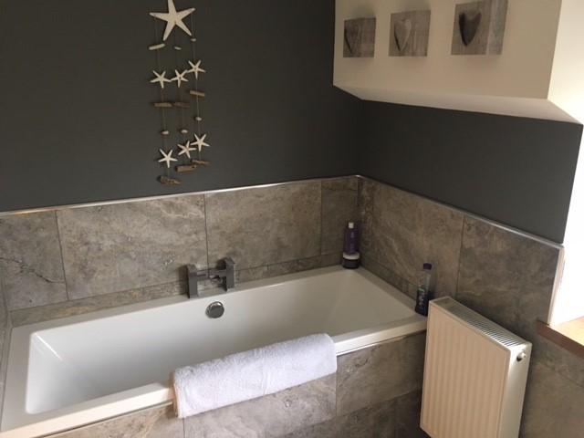 Main family bathroom - alternative view